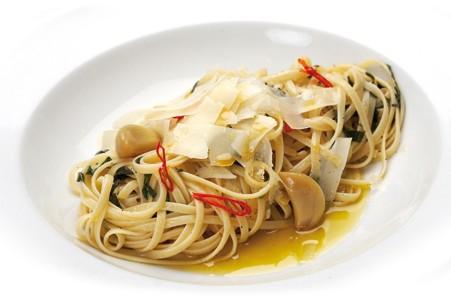 Špagety Aglio olio, peperoncino - Recepty s olivovým olejem - teplá ...